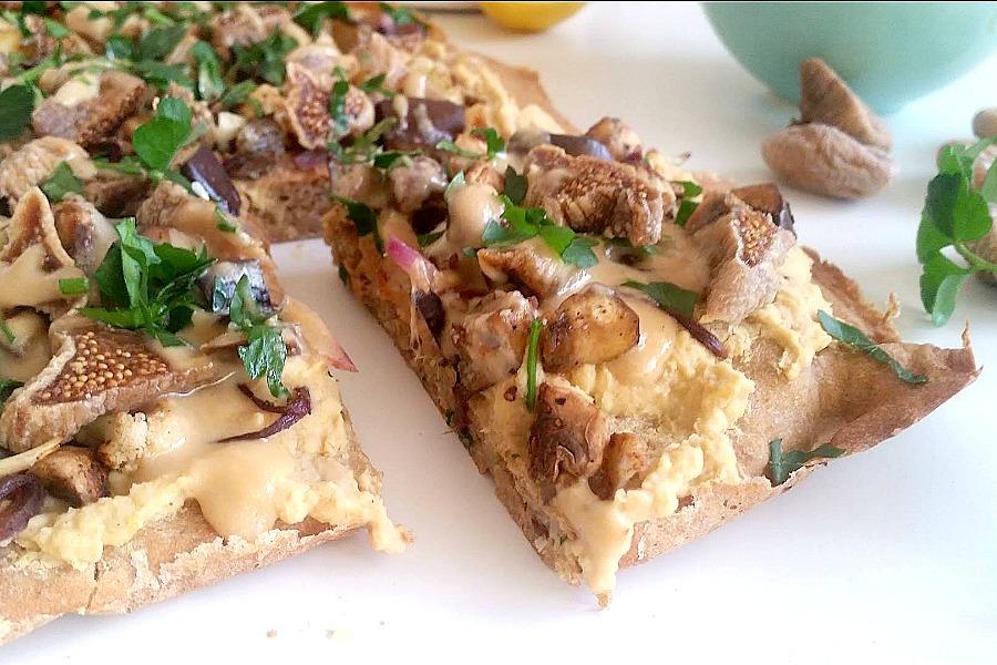 Hummuspizza med fuldkorn – god til grill!